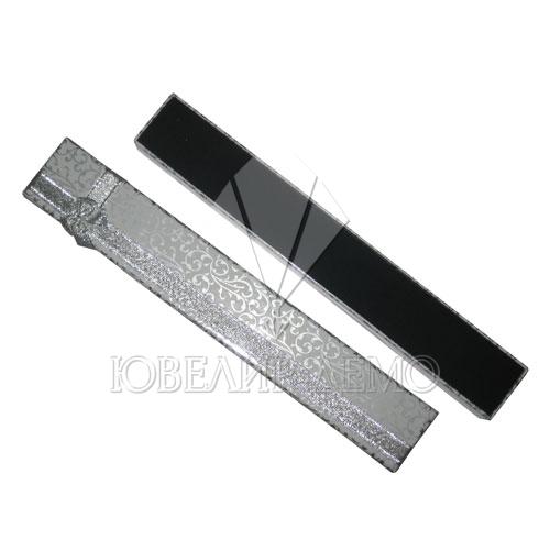 Футляр «пенал» серебряный, внутри черный (бумажный).